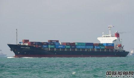 一集装箱船船长失踪被发现在海上漂浮18个小时