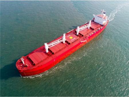 大连中远海运川崎如期交付一艘61000吨散货船