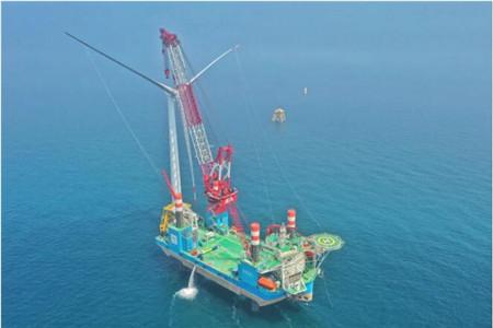 国内首艘1300吨自升自航式风电安装船成功实施首个海上风机安装