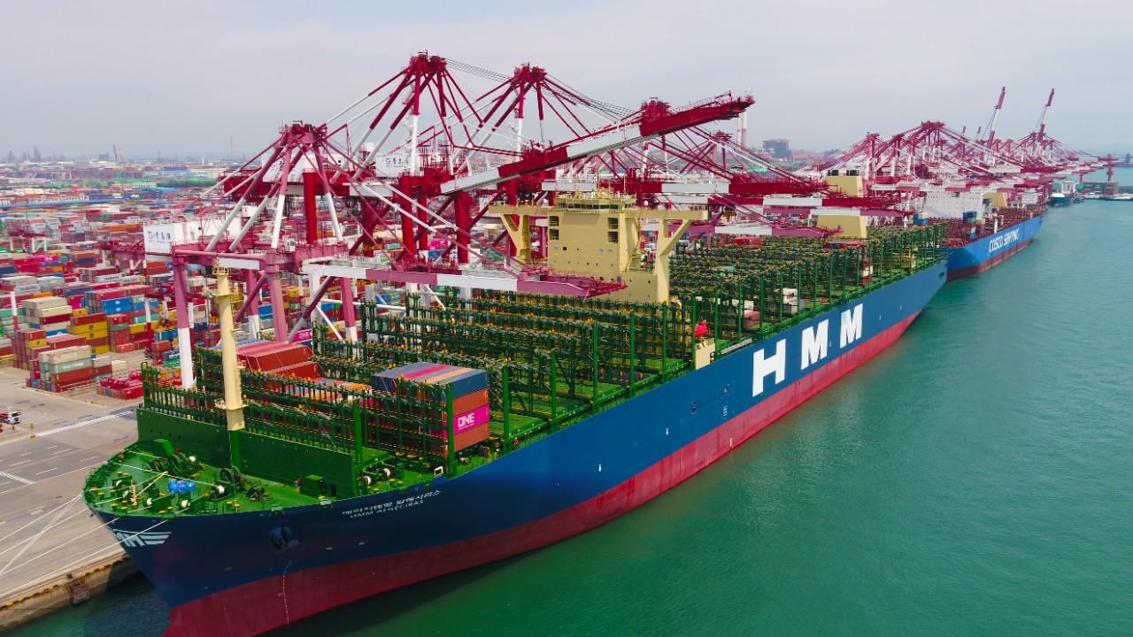"""全球最大24000TEU集装箱船""""Algeciras""""轮青岛首航"""