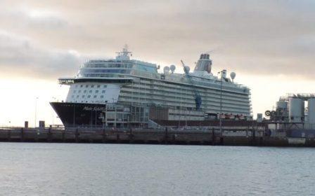 途易集团一艘邮轮船员确诊感染船上近3000人隔离