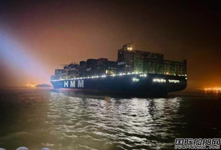 全球最大集装箱船首靠洋山港