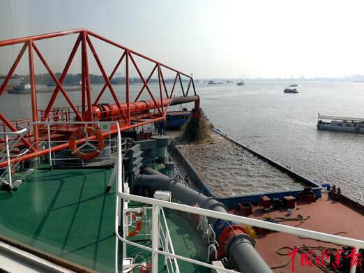 宜昌航道工程局吸盘式挖泥船泥浆装驳装置获专利