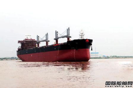 象屿海装一艘63500吨散货船顺利下水