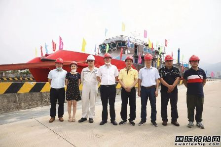 江龙船艇下水40米级内河钢铝双体消防船