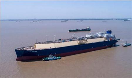 沪东中华YAMAL LNG3号船整饰一新顺利出坞
