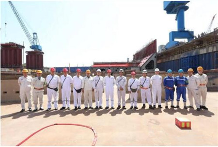 扬州中远海运重工三船同日进坞铺龙骨