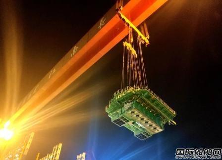 沪东中华创造23000TEU集装箱船主机吊装新纪录