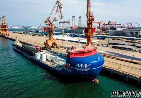 全球首艘万吨级全电力推进甲板运输船天津首航