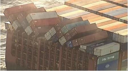 """England""轮遭遇恶劣天气40多个集装箱坠海"