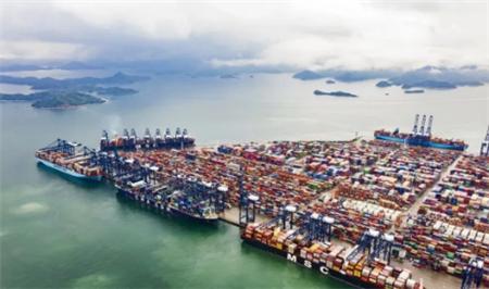 全球罕见!五艘超大型集装箱船同时靠泊盐田港