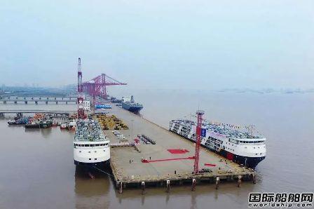 安盛船务两艘新800PCC汽车滚装船命名装车