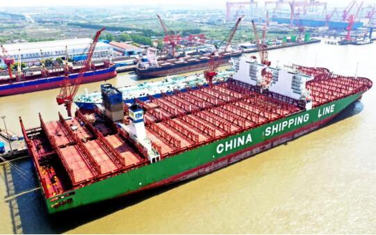 """上海中远海运重工330吨""""巨无霸""""脱硫塔改造顺利完成"""