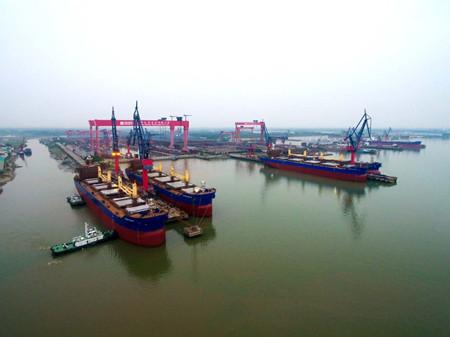 新大洋造船四船同坞下水