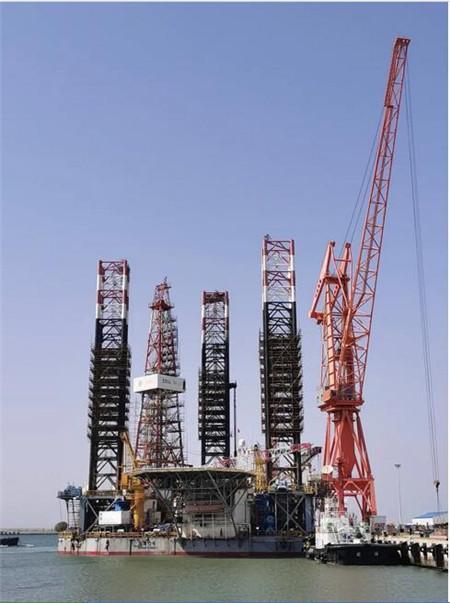 威海金陵首次承修中海油服渤海十二号钻井平台出坞