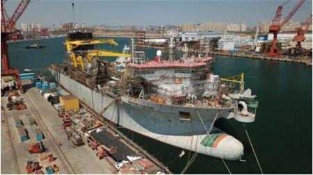大连中远海运重工提前十天完成挖泥船发电机动车