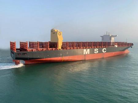 大连中远海运重工首批脱硫改装异地修船完美收官