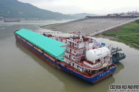 国内首艘油气电混合动力内河船舶启航