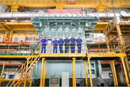 大连船柴研制全球首台集成SCR工程样机完成大合拢