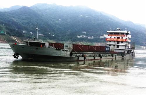 国内首艘LNG/柴油双燃料船舶顺利通过三峡船闸