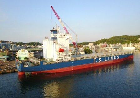 德翔海运首艘1800TEU集装箱船完成脱硫装置加装