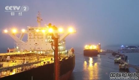 """30多艘油轮排队靠港!中国""""爆买""""后油满为患"""