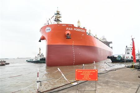 新时代造船两艘63000吨散货船顺利下水