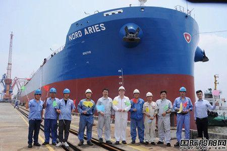扬子江船业同日再交两艘45000吨散货船