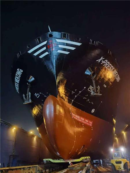 长宏国际第二艘2700TEU集装箱船下水
