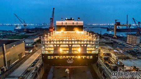 扬子江船业第二批次12690TEU集装箱船出坞