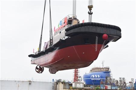 镇江船厂2648kW全回转消拖两用船顺利下水