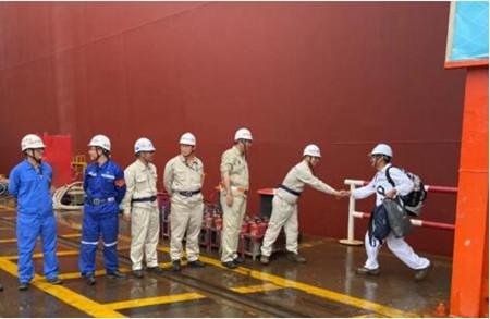 外高桥造船18万吨散货船H1492船试航凯旋