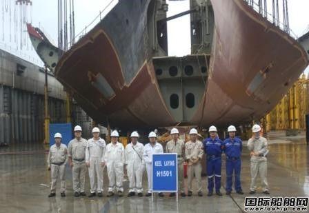 外高桥造船一艘18万吨好望角型散货船顺利下坞