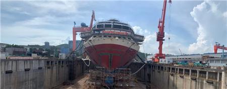 厦船重工2800客邮轮型客滚船艏门首次成功开启