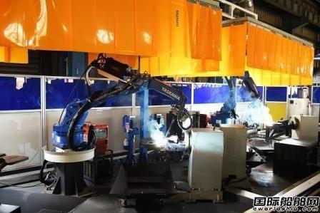 江南造船首个吊马智能工作站启动运行