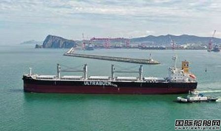 大连中远海运川崎交付1艘61000吨散货船