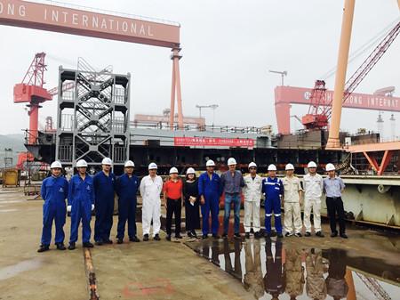 长宏国际一艘2300TEU集装箱船上船台