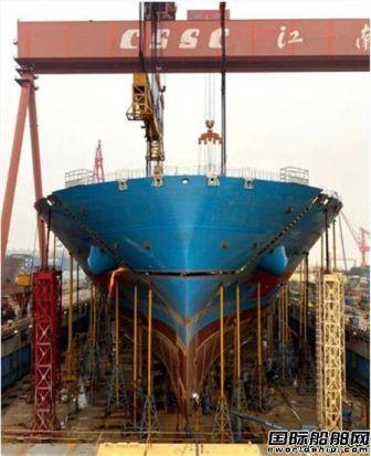 沪东中华一艘23000箱船主体成型主船体贯通