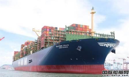 全球最大24000箱集装箱船首航停靠台湾高雄港