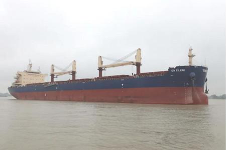扬州中远海运重工一艘64000吨散货船顺利完成试航