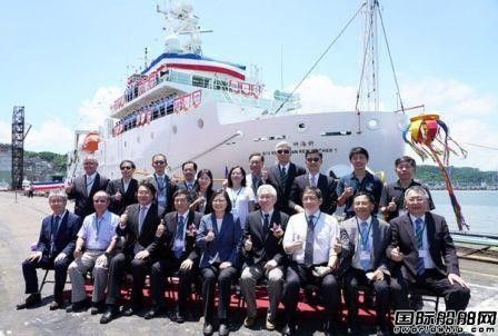 """台船建造台湾最大海洋研究船""""新海研一号""""命名交付"""