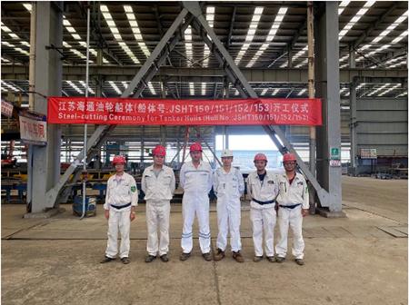 江苏海通四艘油轮船体同时开工