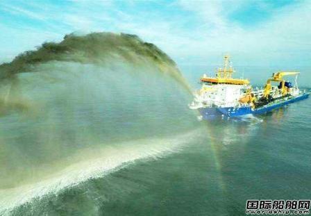 """任正非访问上海交通大学获赠""""天鲸号""""挖泥船模型"""