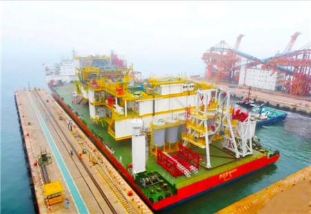 海西重机首次建造钻井模块吊装上船发运