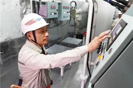 外高桥海工H1349海工生活楼应急发电机平台动车