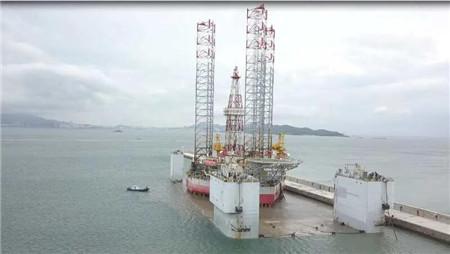 威海金陵组织HYSY922平台上驳坞修