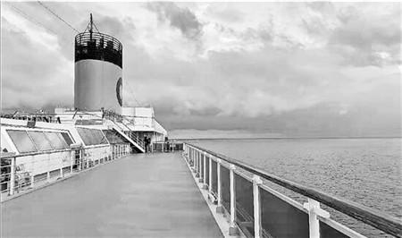 中国船员随邮轮漂泊192天 天天销毁大批过期高档商品