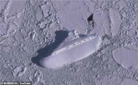 """国外网友用谷歌地球在南极发现离奇""""冰船"""""""