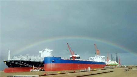 扬子江船业两船交付三船下水