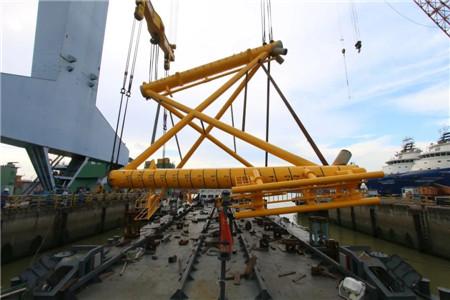 广东中远海运重工圆满交付首套吸力筒导管架分段
